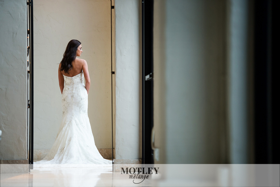 houston-bridal-portraits-at-the-bell-tower0002
